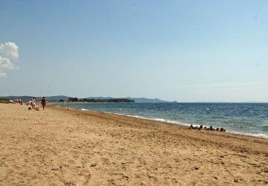 La plage des Salins, vers l'est.
