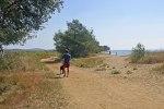 Le sentier longe la plage et la réserve naturelle vers la Londe.