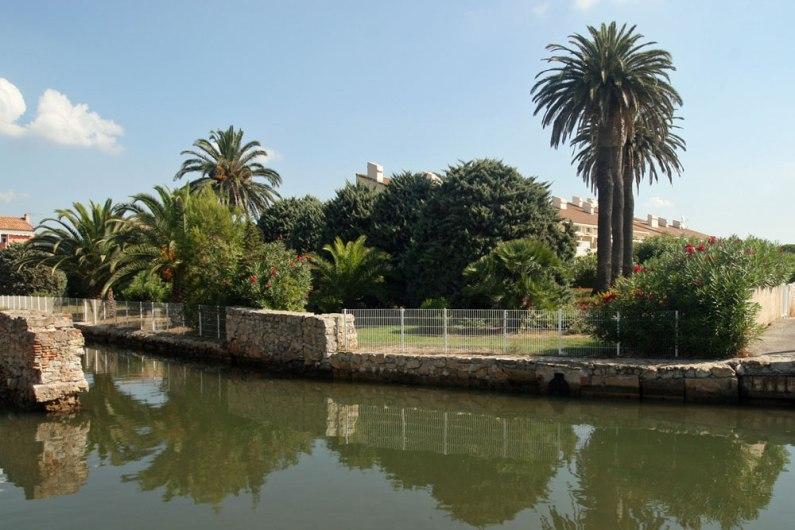 Le canal et les jardins des Marines.