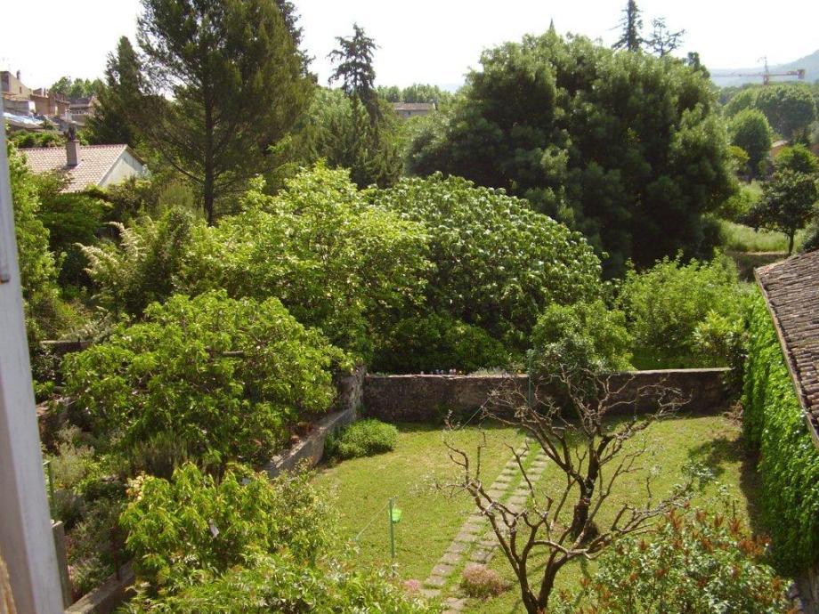 Location vacances Gonfaron, vue sur jardins et église