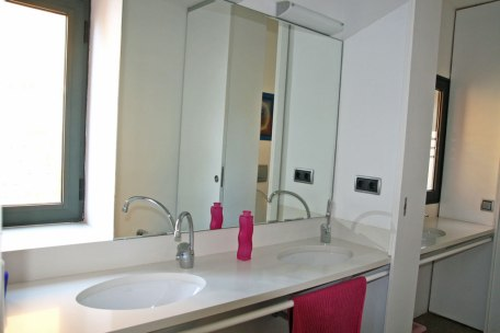 Top floor shared bathroom, 3 sinks
